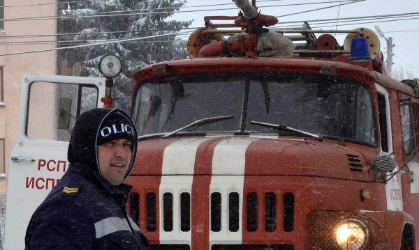 Пожарникари помогнали на над 100 души да се евакуират