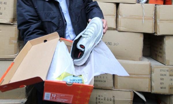 Конфискуваха 259 чифта маратонки в Пловдив