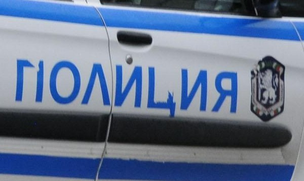 Апаш се предаде след среднощна гонка с полицаи