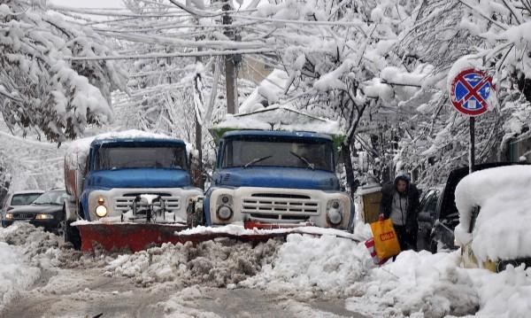 Североизточна България се отърсва от снежния капан