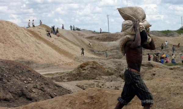 Лъскави смартфони – с цената на детски труд