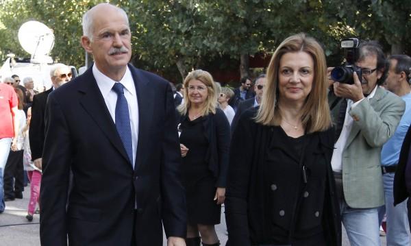 Бившият гръцки премиер Георгиос Папандреу се разделя със съпругата си