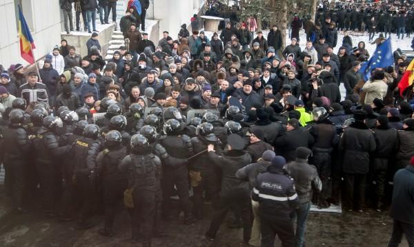 Безредици и протести в Молдова