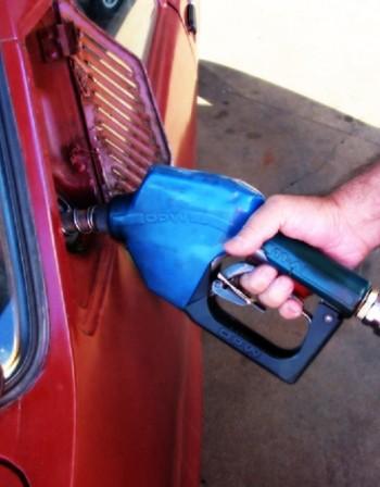 Сметките на Лукарски: Бензинът ни по-евтин от в ЕС