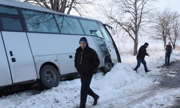 Сблъсък край Омуртаг: Два рейса, бус... и ранени