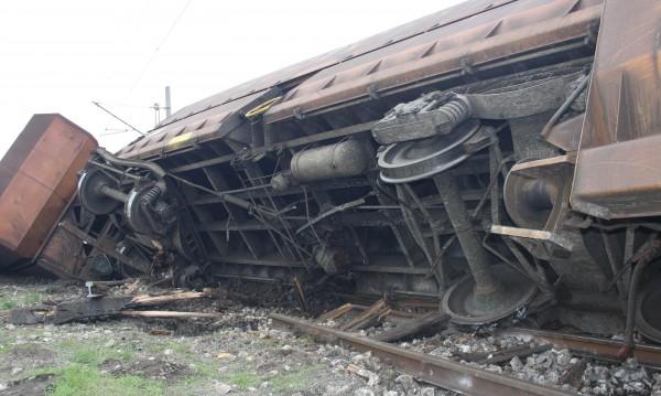 Товарен влак се обърна край Дупница, няма пострадали
