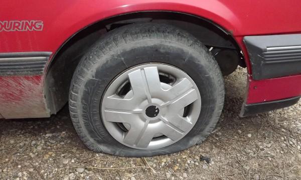 40 коли в пловдивски квартал осъмнаха с нарязани гуми