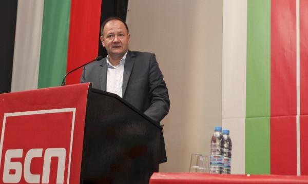 Миков в атака: Конструкцията на управление е паянтова