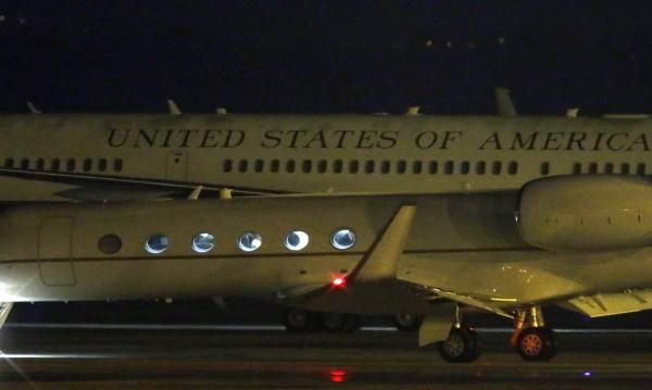 Американски самолет кацна извънредно заради турбуленция
