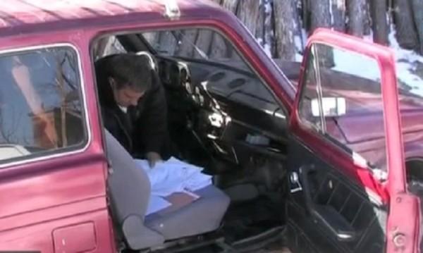 """Кмет работи от колата си, """"офисът""""  – по сигурен"""