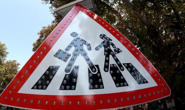 За година: Хулигани счупиха пътни знаци за 1,5 млн. лв.