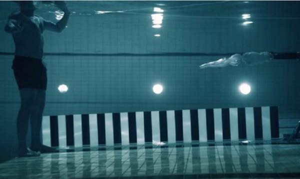 """Експеримент: Учен се гръмна с """"Калашников"""" под вода"""