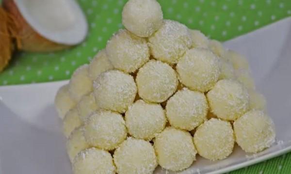 """Рецептата Dnes: Домашни бонбони """"Рафаело"""""""
