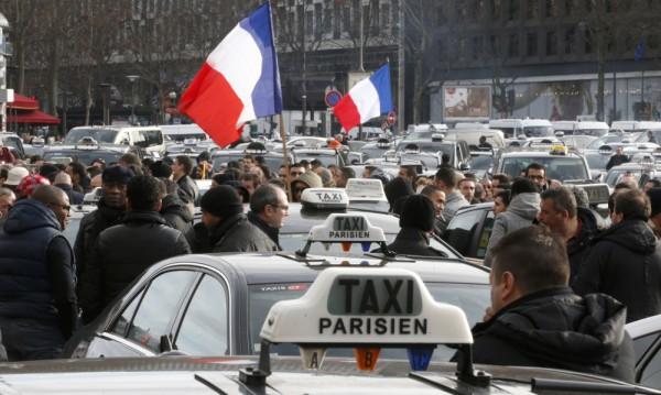 Таксиджии блокираха една от най-големите магистрали към Париж