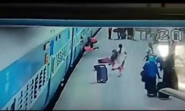Ужасяващ капан: Влак уби жена в Мумбай