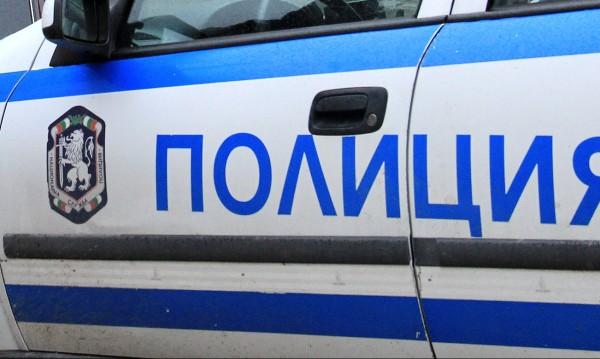 Полицаи в публиката на маскарадните игри в Перник