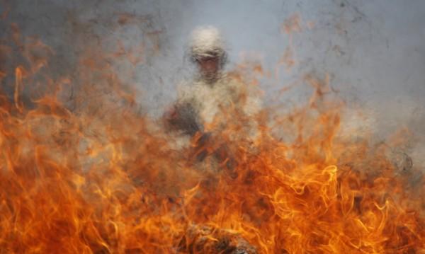 Изгасиха три горящи коли в Русе