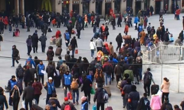 Китайците тръгват на път, посрещат Нова година