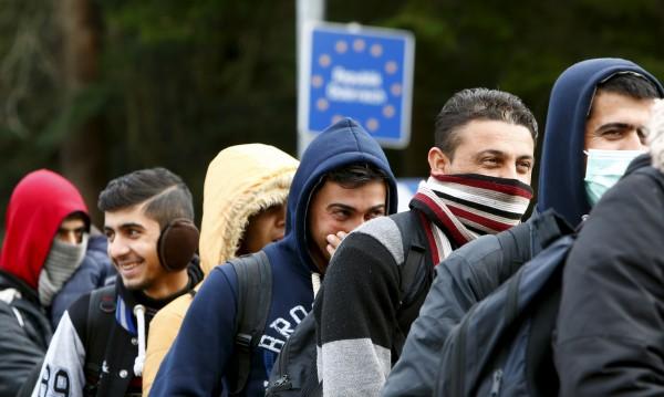 Австрия дава по €500 на мигрантите, за да си ходят