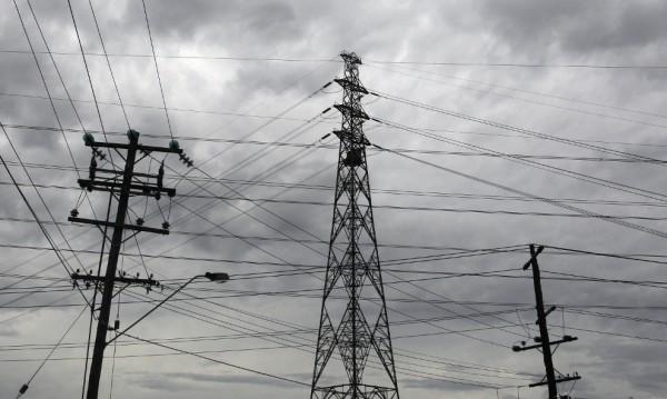 Силна буря остави 70 000 без ток в Калифорния