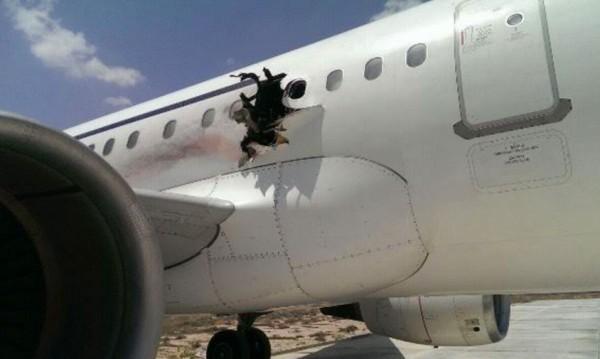 Аварийно кацане на самолет заради експлозия в Сомалия