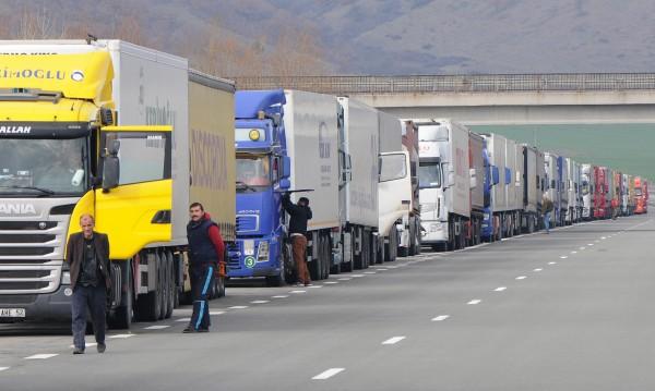 Бербатов пращал храна на тираджиите под блокада