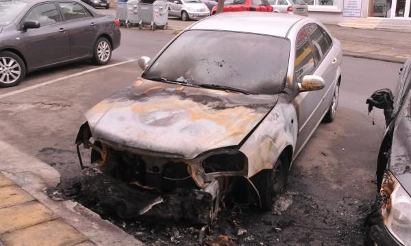 Запалиха колата на шефа на бургаския затвор