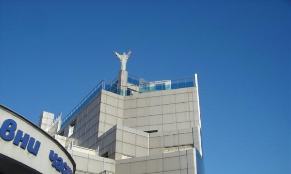 Цял квартал варди статуя на Христос на Ванко 1