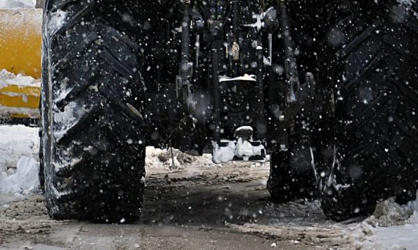 300 машини чистят снега по пътищата