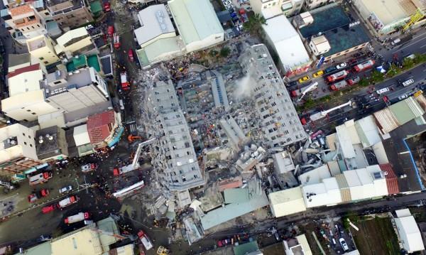 Жертвите на земетресението в Тайван вече са 36