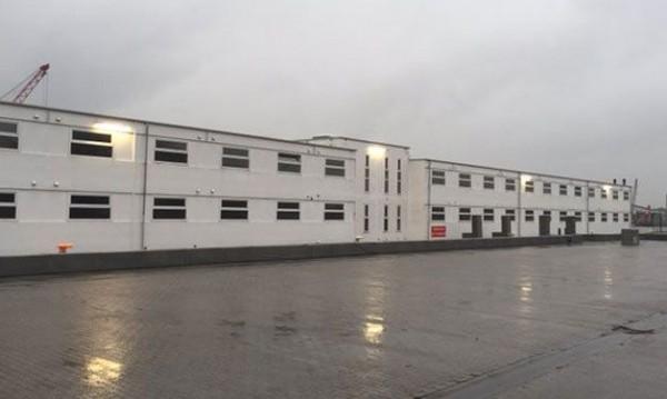 Отварят бежански център в плаващ затвор