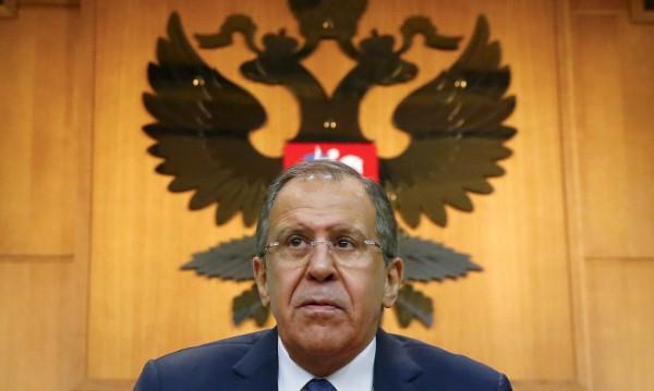 НАТО да си стои в своите граници, размаха пръст Лавров