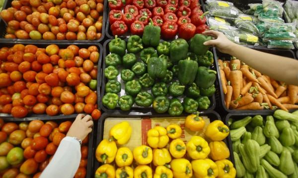 Ядем все по-малко плодове и зеленчуци. От беднотия