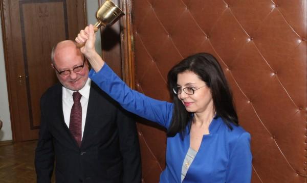 Ще се справи ли Кунева като министър? Повечето не вярват