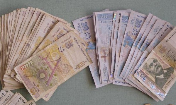 Куриер на ало измамници занесе парите в полицията