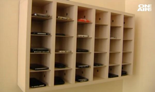 Къщичка за телефони приютява школски GSM-и