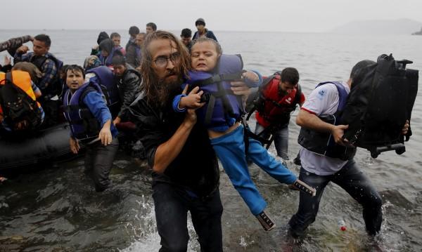 НАТО се включва в операция срещу трафик на хора