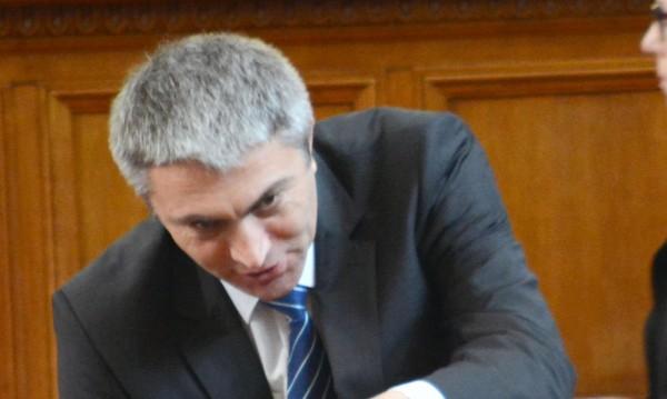 От ДПС зоват: Митов да каже за забраната на Доган и Пеевски