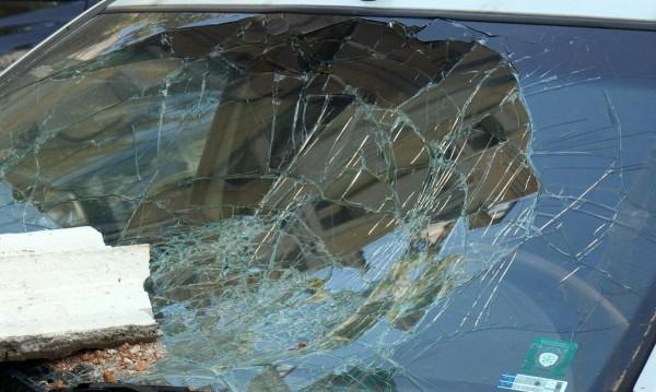 Белезници за мъж, счупил стъклата на 7 коли
