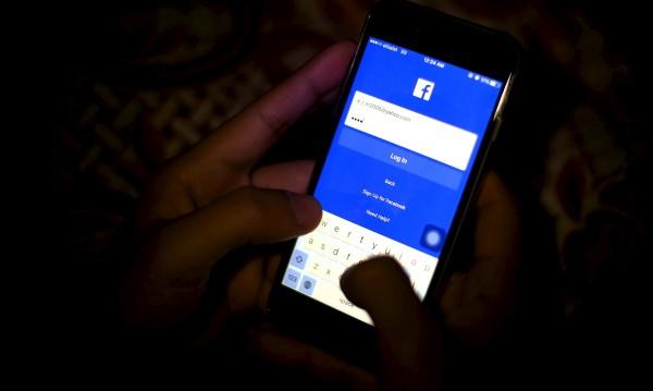 Facebook пуска SMS-и смяната на акаунти в Messenger
