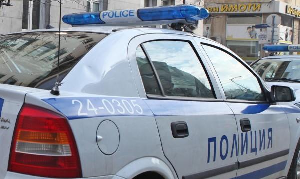 Син закла майка си във Варна, посрещна полицията с нож