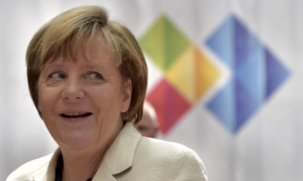 Меркел към Камерън: Останете активни в ЕС!