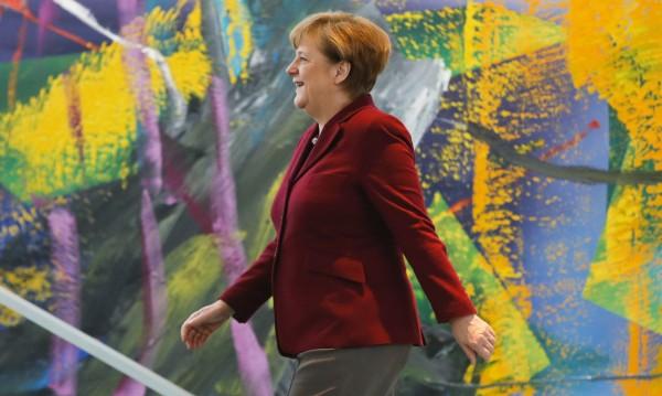 Едно си Меркел знае: Търпение към бежанците!