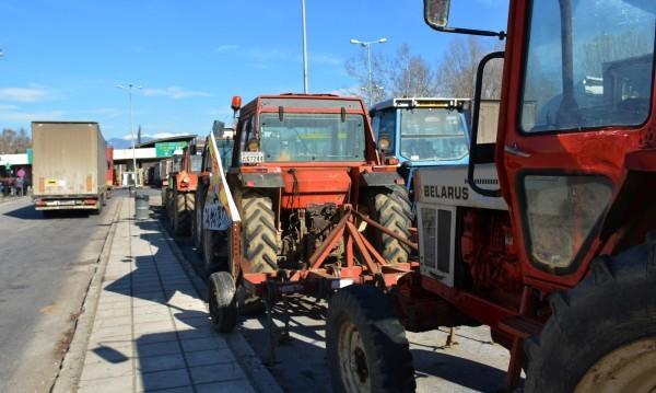 Фермерите в Гърция засилват блокадата