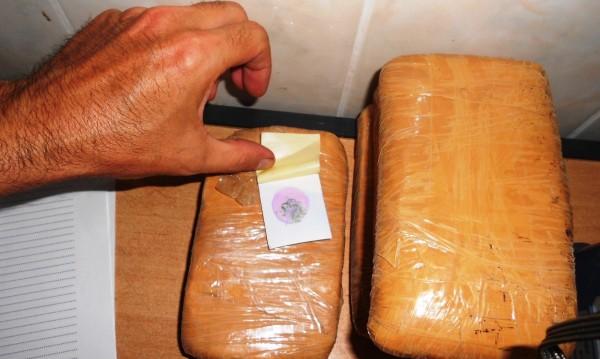 Задържаха българин, опакован с 15 000 дози хероин
