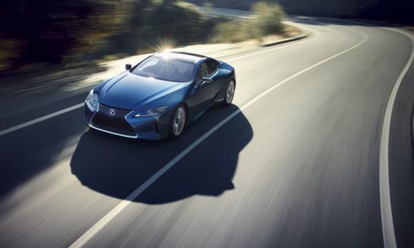 Lexus пуска хибрид с 4-скоростна трансмисия