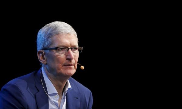 Facebook и Twitter се притичват в подкрепа на Apple