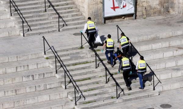 Палестинец намушка двама израелски полицаи