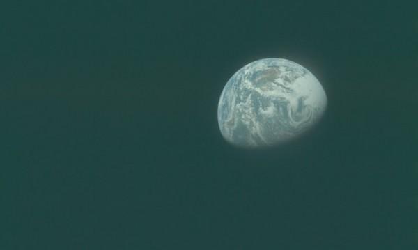 Странна музика... иззад тъмната страна на Луната!