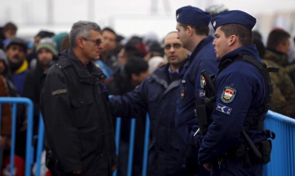 Нахлуващите мигранти в Унгария се увеличават